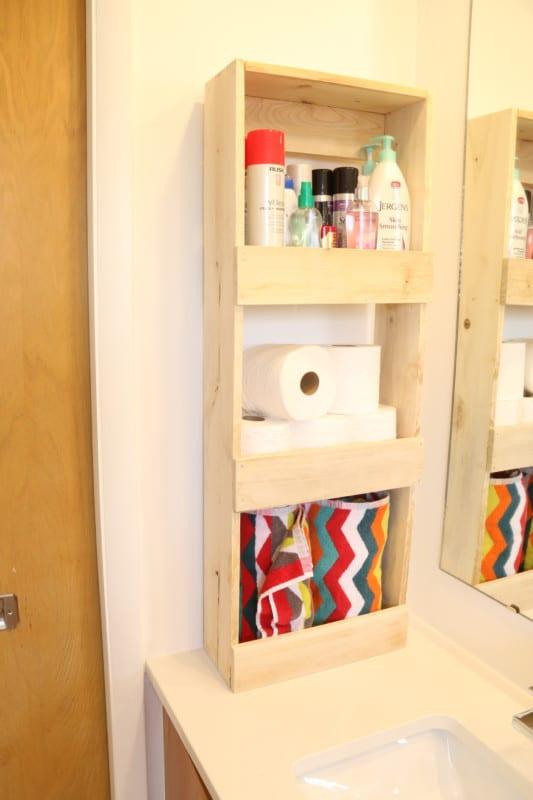 Easy To Build Rustic Wood Wall Bin For Bathroom Storage #remodelaholic