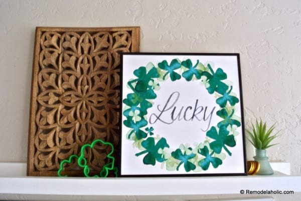 Printable Seasonal Art Set For Easy Home Decor Green Shamrock Watercolor Clover Wreath For St Patrick's Day #remodelaholic