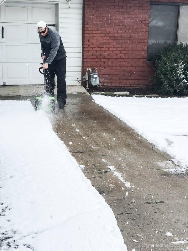 Cordless Electric Snow Shovel @Remodelaholic 2