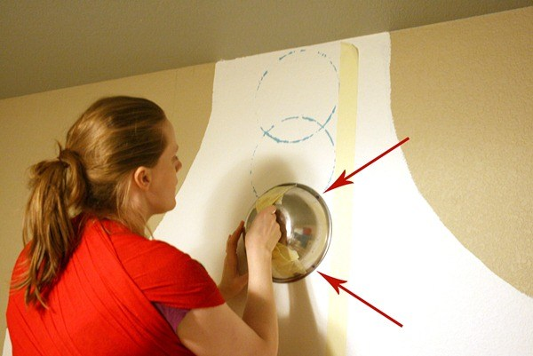 Simple Circle Stenciled Wall In An Hour #remodelaholic