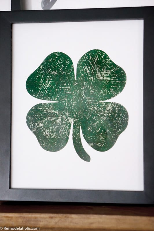 Printable Distressed Shamrock Lucky Green Clover Printable #remodelaholic #stpatricksdaydecorations