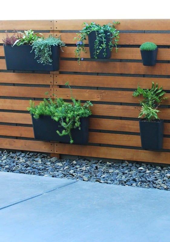 5.5 DIY Wood Slat Garden Wall With Planters