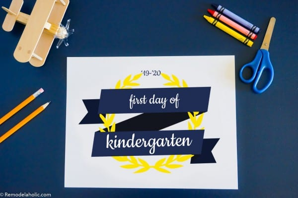 Ribbon And Laurel Wreath Printable School Photo Sign First Day Of School #remodelaholic