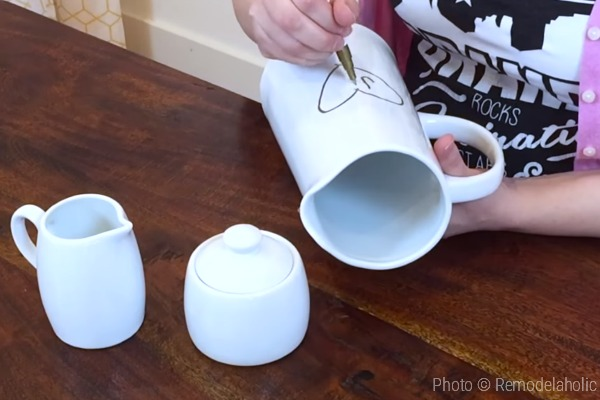 Valentines Day Decor Tutorial For Faux Bois Pitcher From Remodelaholic