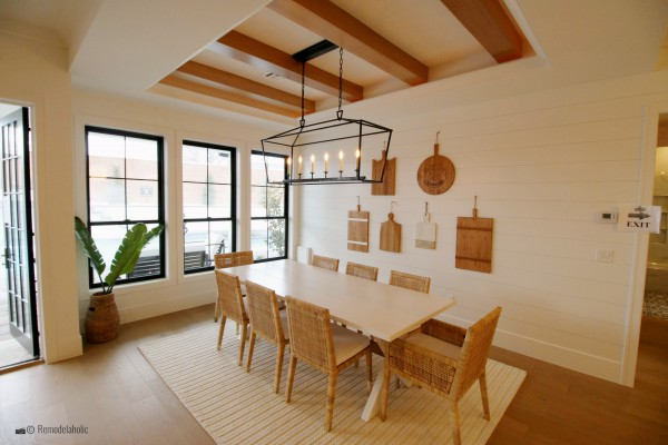 Espace repas neutre. SGPH 2019 House 24 K Welch Homes, photo de Remodelaholic