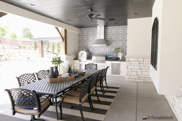 Outdoor kitchen with pretty touches. UVPH 2018 Home 30 Shelby Homes, Gatehouse No. 1 Furniture & Design, Photo by Remodelaholic