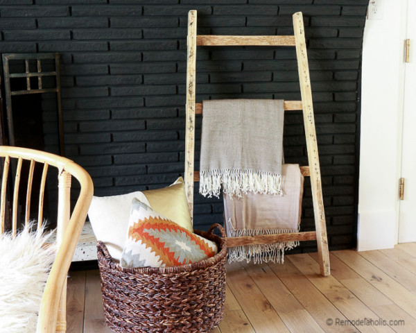 DIY Wooden Ladder Decor Ideas: FREE Pallet Blanket Ladder Diy Tutorial Also Great For Storing Shoes @remodelaholic