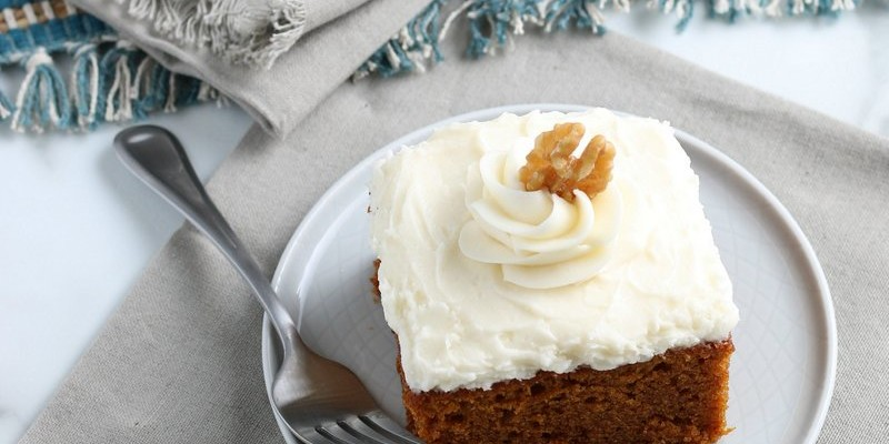 Best Ever Pumpkin Cake Recipe (with Cream Cheese Frosting)