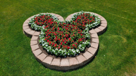Diy Mickey Planter Bed With Landscaping Blocks And Red And White Flowers Remodelaholic