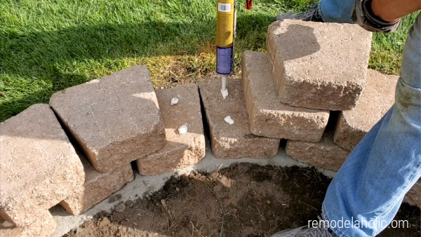 How To Use Landscaping Blocks To Build A Raised Planter Remodelaholic